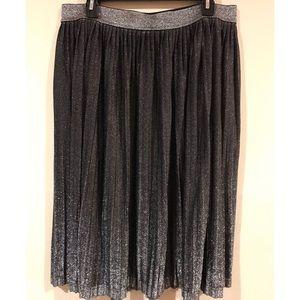 Context metallic skirt